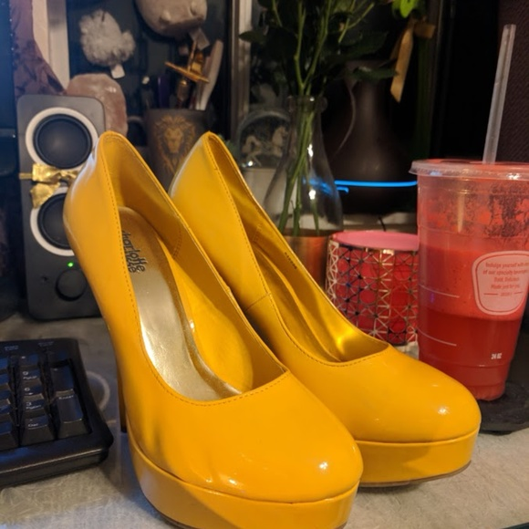 Bright Yellow Minnie Mouse Size 8 Heels